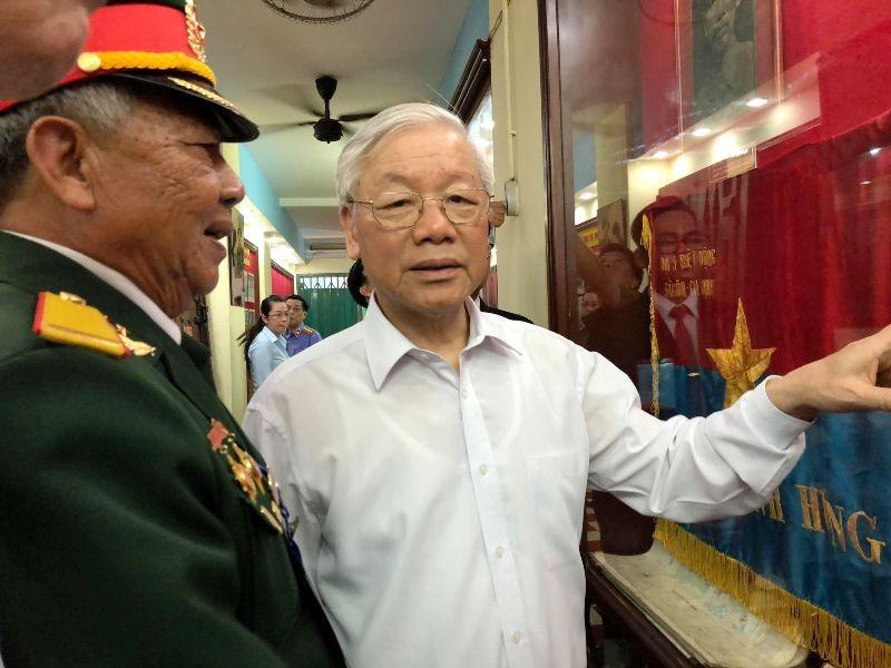 Tổng Bí thư thăm hầm chứa vũ khí của biệt động Sài Gòn - ảnh 3