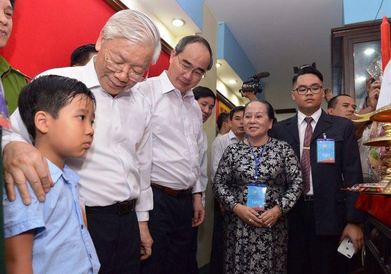 Tổng Bí thư thăm hầm chứa vũ khí của biệt động Sài Gòn - ảnh 4