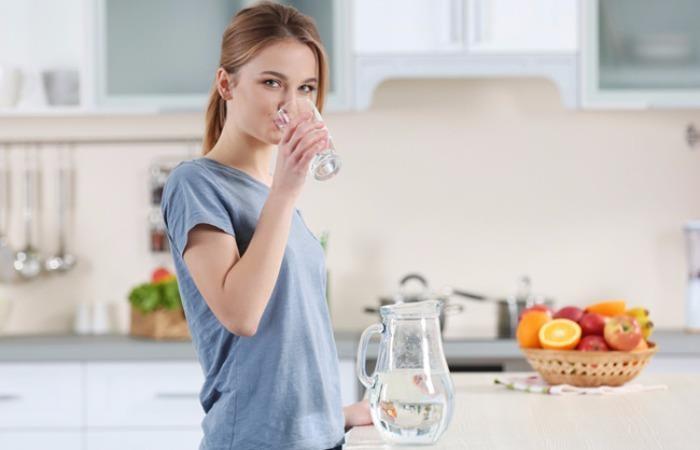 Uống 2 lít nước mỗi ngày, đừng cố gắng thực hiện - ảnh 1