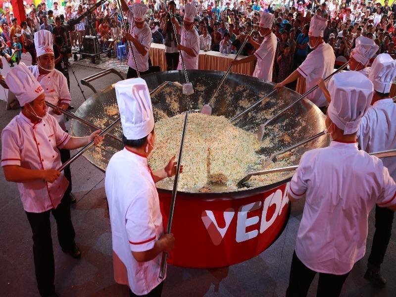 TP.HCM: Xác lập kỷ lục chảo cơm chiên lớn nhất Việt Nam - ảnh 1