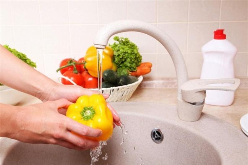 Rửa rau quả sai cách chỉ khiến bạn ăn thêm nhiều thuốc trừ sâu - ảnh 2
