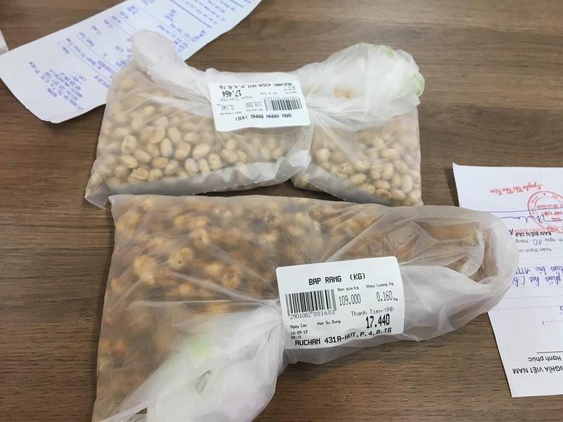 Siêu thị Auchan bán hạt khô chứa côn trùng - ảnh 1