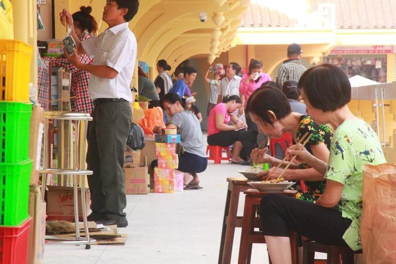 Cận cảnh chợ Bình Tây ngày chính thức hoạt động trở lại - ảnh 4