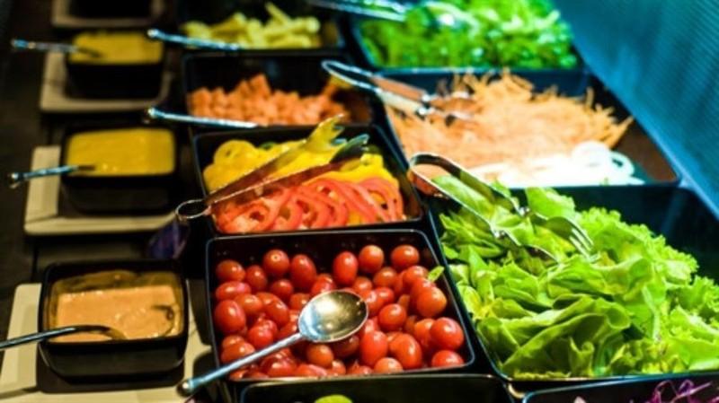 Những loại thực phẩm cần hạn chế ăn khi đi du lịch mùa Noel