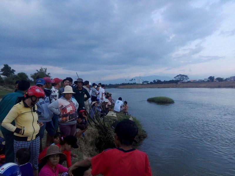 Vớt được thi thể học sinh lớp 1 dưới sông Dinh - ảnh 2