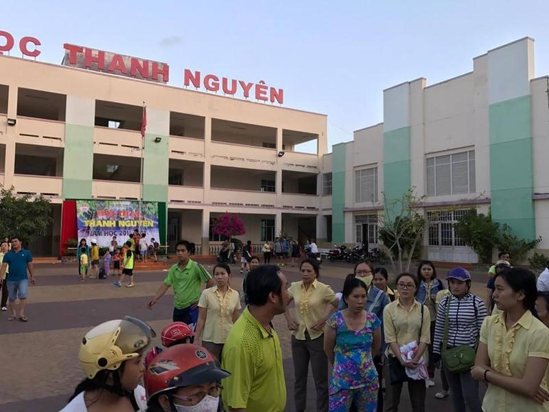 Bình Thuận yêu cầu làm rõ vụ vào trường còng tay  - ảnh 4