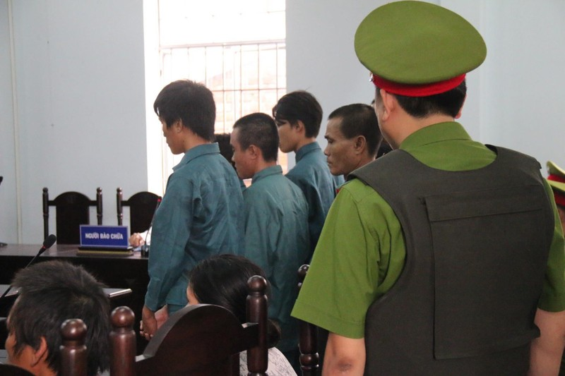 Phạt tù 7 bị cáo gây rối trước trụ sở UBND tỉnh Bình Thuận - ảnh 2
