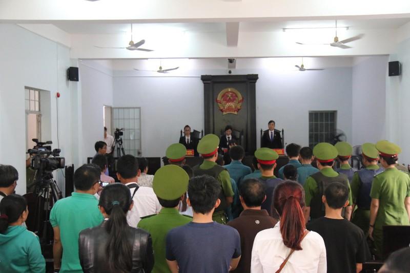 Phạt tù 7 bị cáo gây rối trước trụ sở UBND tỉnh Bình Thuận - ảnh 5