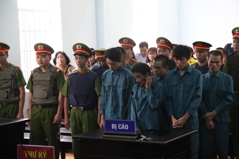 Phạt tù 7 bị cáo gây rối trước trụ sở UBND tỉnh Bình Thuận - ảnh 6