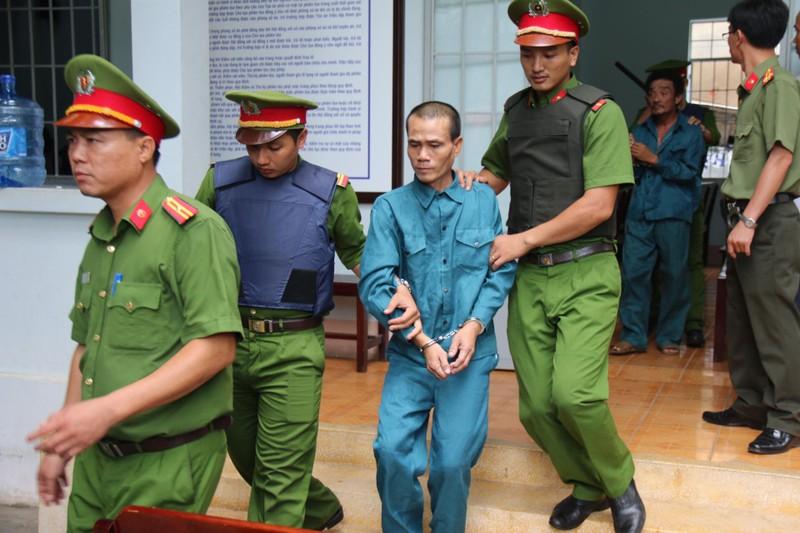 Phạt tù 7 bị cáo gây rối trước trụ sở UBND tỉnh Bình Thuận - ảnh 7