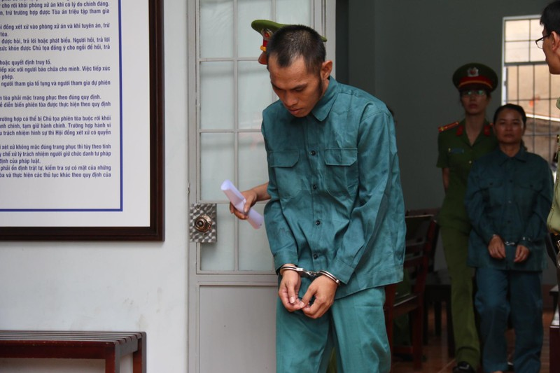 Phạt tù 7 bị cáo gây rối trước trụ sở UBND tỉnh Bình Thuận - ảnh 8