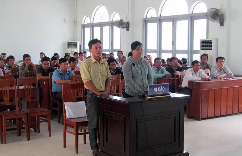 Phạt tù chủ tịch xã trong vụ tráo máy phát cho dân nghèo - ảnh 1
