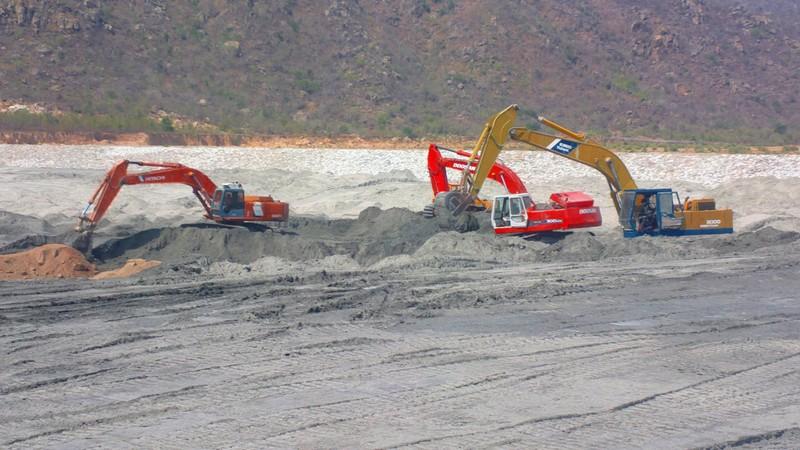 Bộ xây dựng làm việc với Bình Thuận về tro xỉ ở Vĩnh Tân - ảnh 1