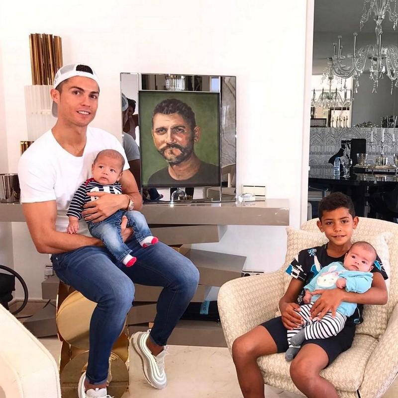 Kinh ngạc bên trong dinh thự siêu sang của Ronaldo - ảnh 4