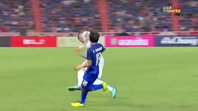 Messi Thái khiến cựu sao Liverpool bất tỉnh nhân sự - ảnh 2
