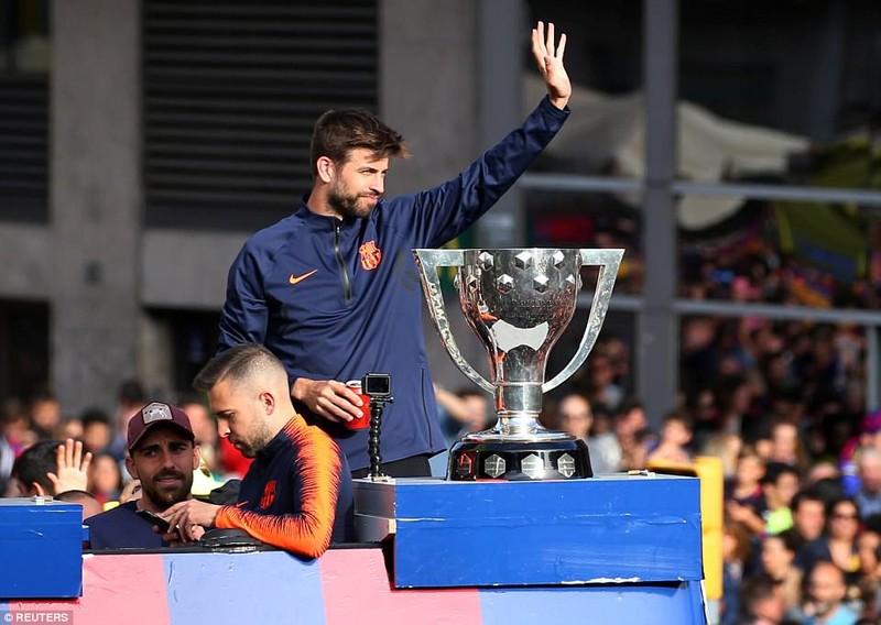 Barcelona diễu hành hoành tráng mừng 'cú đúp' vô địch - ảnh 4