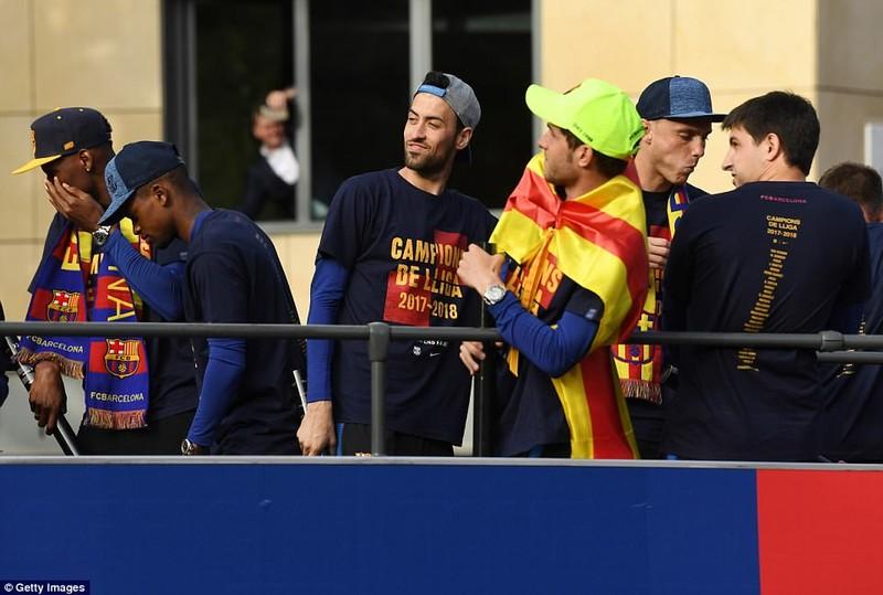 Barcelona diễu hành hoành tráng mừng 'cú đúp' vô địch - ảnh 7