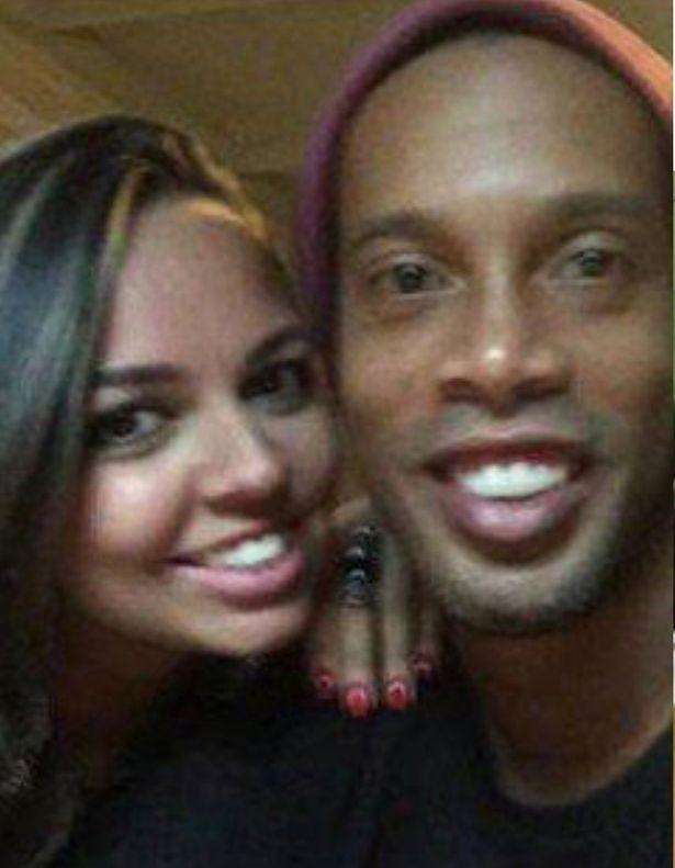 Sốc: Ronaldinho công khai kết hôn với 2 phụ nữ cùng lúc - ảnh 2