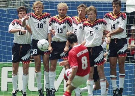 Ký ức World Cup:Cái đầu hói của Letchkov và sự trả giá của Đức - ảnh 2