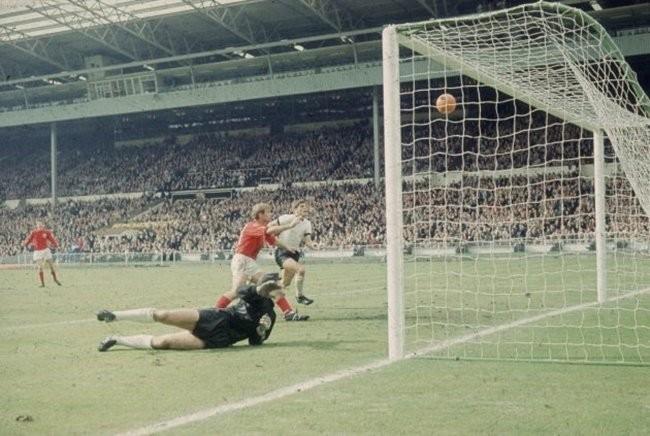 Ký ức World Cup: Bí ẩn 'bàn thắng ma' định đoạt trận chung kết - ảnh 3