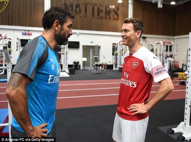 Bản hợp đồng đầu tiên của Arsenal là với... 'ông già' 34 tuổi - ảnh 2