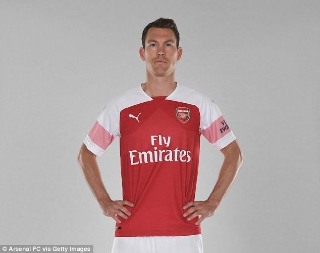 Bản hợp đồng đầu tiên của Arsenal là với... 'ông già' 34 tuổi - ảnh 1
