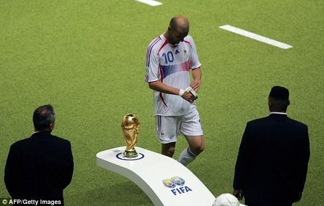 Ký ức World Cup: Cú 'thiết đầu công' vỡ tan giấc mộng vàng - ảnh 8