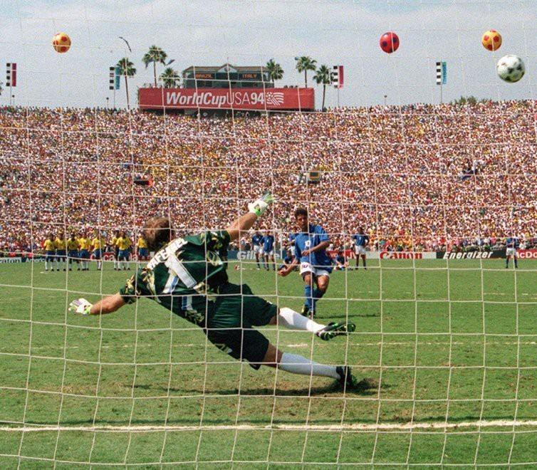 Ký ức World Cup: Bi kịch bất công của đuôi ngựa 'thần thánh' - ảnh 3