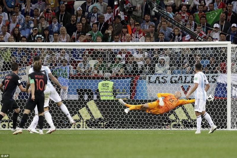 Thủ môn sai lầm, Messi vô hại, Argentina gặp ác mộng khó ngờ - ảnh 7