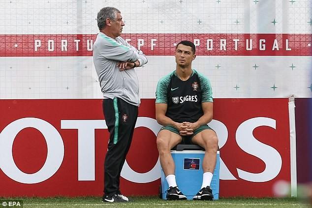 Ronaldo đùa giỡn trên sân tập trước thất bại của Messi - ảnh 4