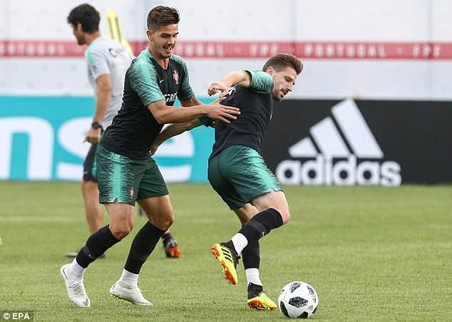 Ronaldo đùa giỡn trên sân tập trước thất bại của Messi - ảnh 5