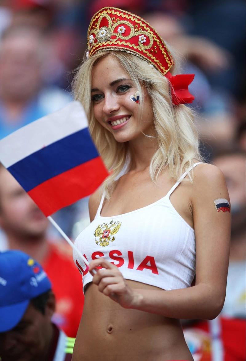 Hot girl khai mạc World Cup hứa khỏa thân nếu Nga vô địch - ảnh 5