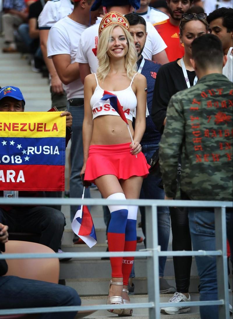 Hot girl khai mạc World Cup hứa khỏa thân nếu Nga vô địch - ảnh 6
