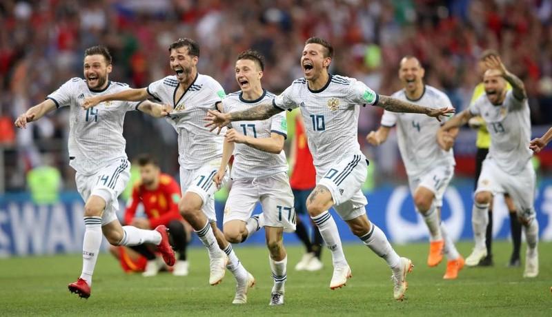 Hot girl khai mạc World Cup hứa khỏa thân nếu Nga vô địch - ảnh 2