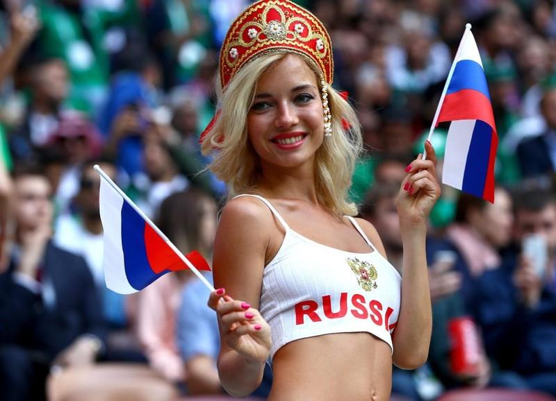 Hot girl khai mạc World Cup hứa khỏa thân nếu Nga vô địch - ảnh 4