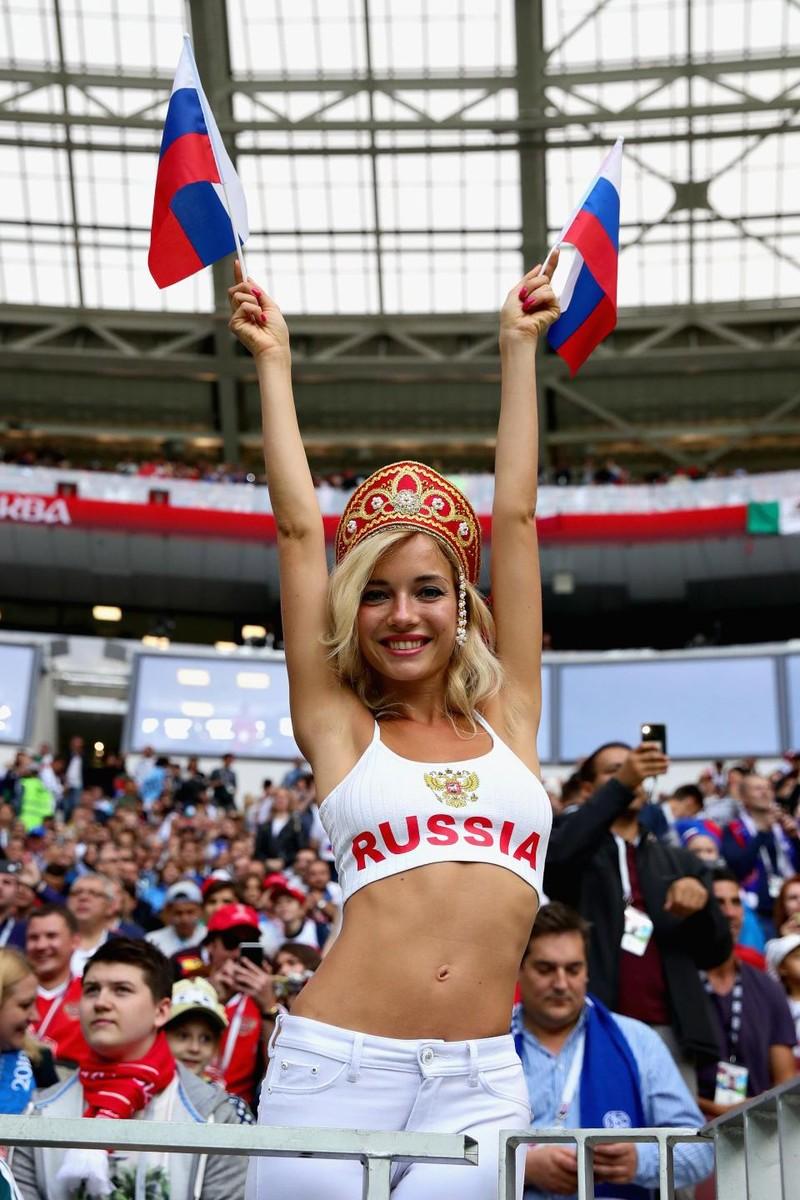Hot girl khai mạc World Cup hứa khỏa thân nếu Nga vô địch - ảnh 7