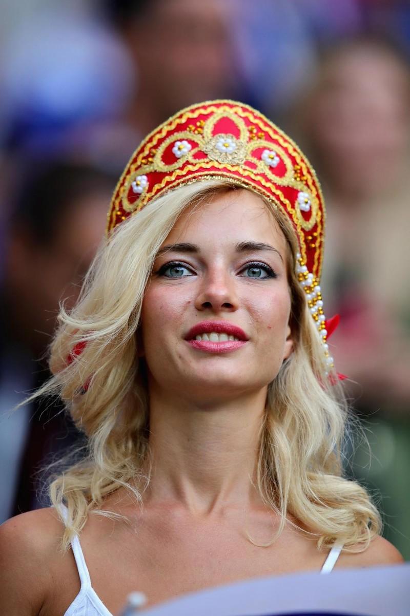 Hot girl khai mạc World Cup hứa khỏa thân nếu Nga vô địch - ảnh 8
