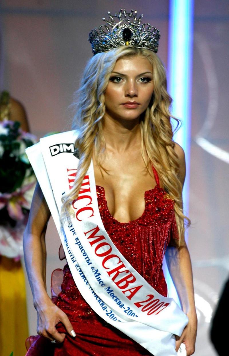 Hot girl khai mạc World Cup hứa khỏa thân nếu Nga vô địch - ảnh 3