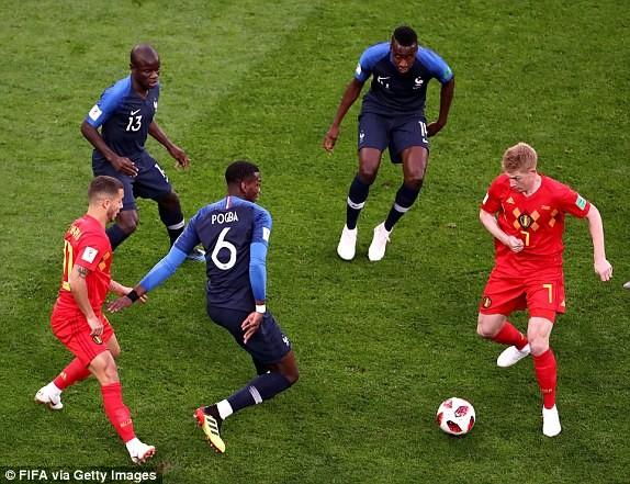 Trung vệ hóa người hùng, Pháp loại Bỉ vào chung kết World Cup - ảnh 1