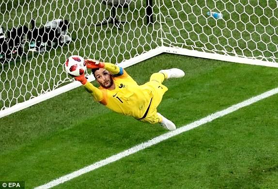 Trung vệ hóa người hùng, Pháp loại Bỉ vào chung kết World Cup - ảnh 3