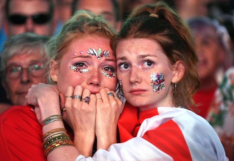 Thua cay đắng Croatia, fan Anh đau đớn bật khóc nức nở - ảnh 2