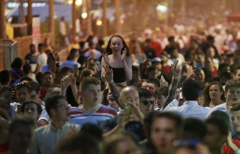 Thua cay đắng Croatia, fan Anh đau đớn bật khóc nức nở - ảnh 22