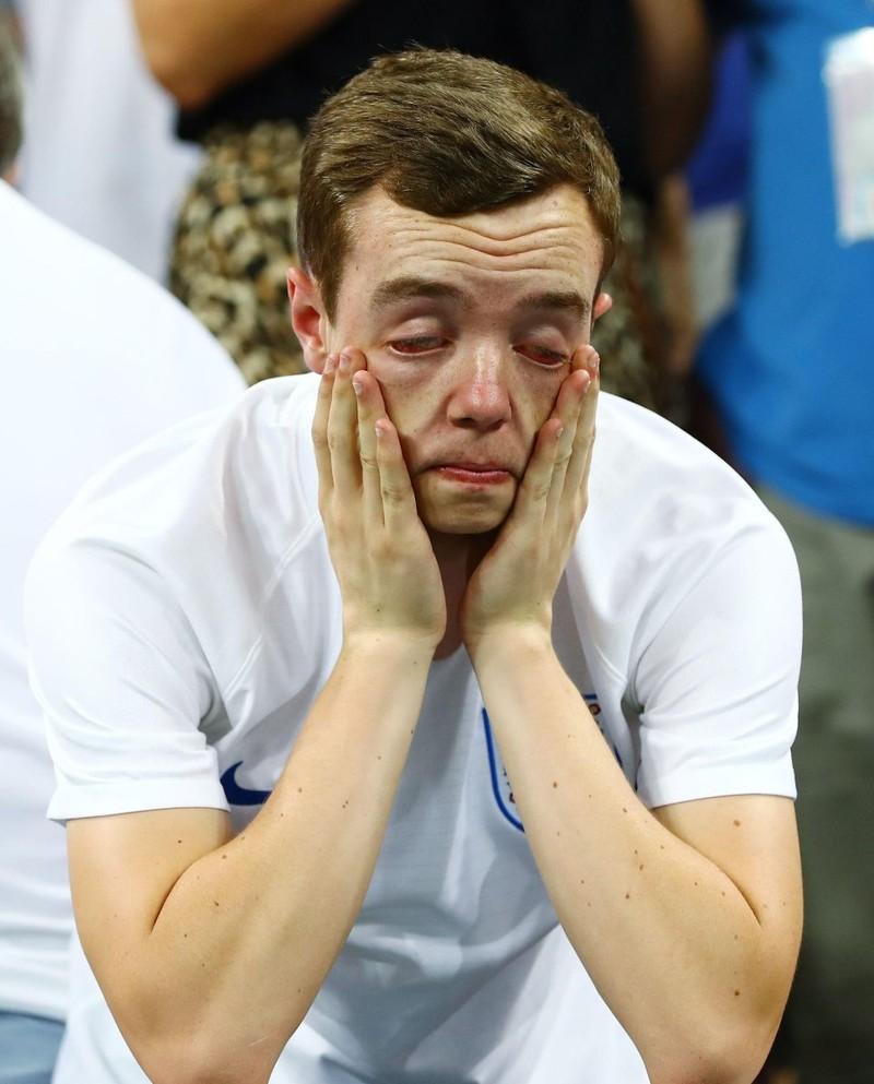 Thua cay đắng Croatia, fan Anh đau đớn bật khóc nức nở - ảnh 12