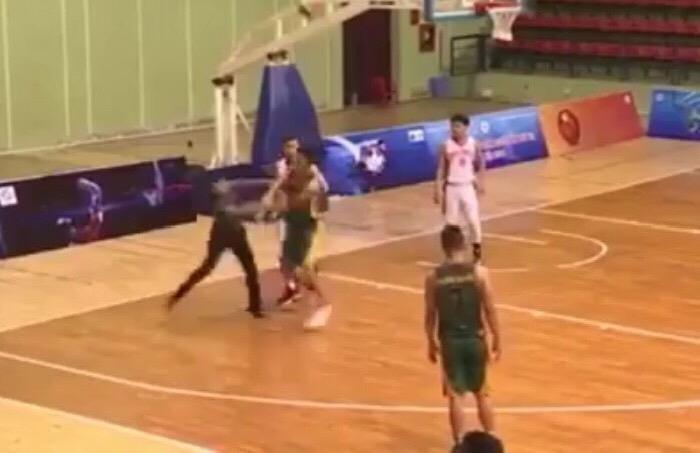 Cầu thủ bóng rổ Cần Thơ đấm thẳng mặt trọng tài - ảnh 4