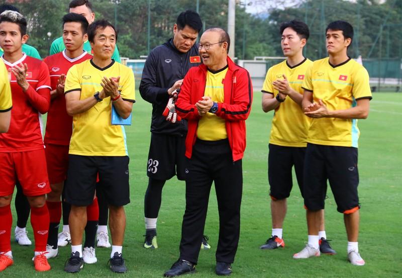 Vị khách đặc biệt trong buổi tập của đội tuyển Việt Nam - ảnh 25