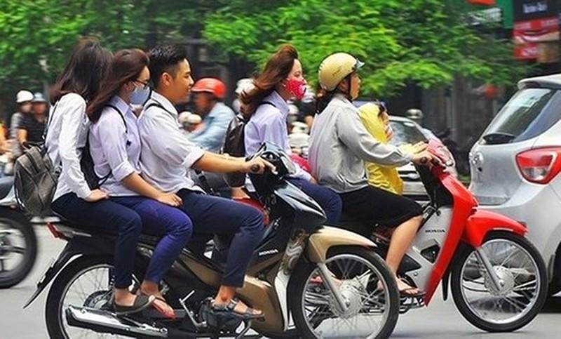 Con vi phạm giao thông, cha mẹ phải muối mặt cam kết - ảnh 1