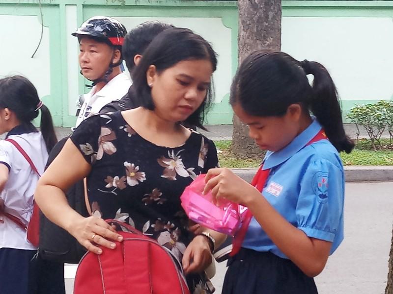 Hơn 4.000 'sĩ tử' chen chân vào lớp 6 chuyên Trần Đại Nghĩa - ảnh 3