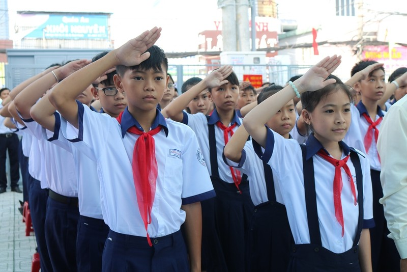Chủ tịch TP.HCM đồng ý miễn giảm học phí trung học cơ sở - ảnh 1