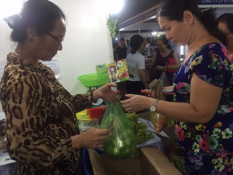 TP.HCM khai mạc Hội chợ nông sản thực phẩm sạch - ảnh 2