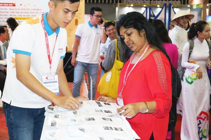 Hàng ngàn cuộc 'hẹn hò' tại hội chợ du lịch TP.HCM - ảnh 1
